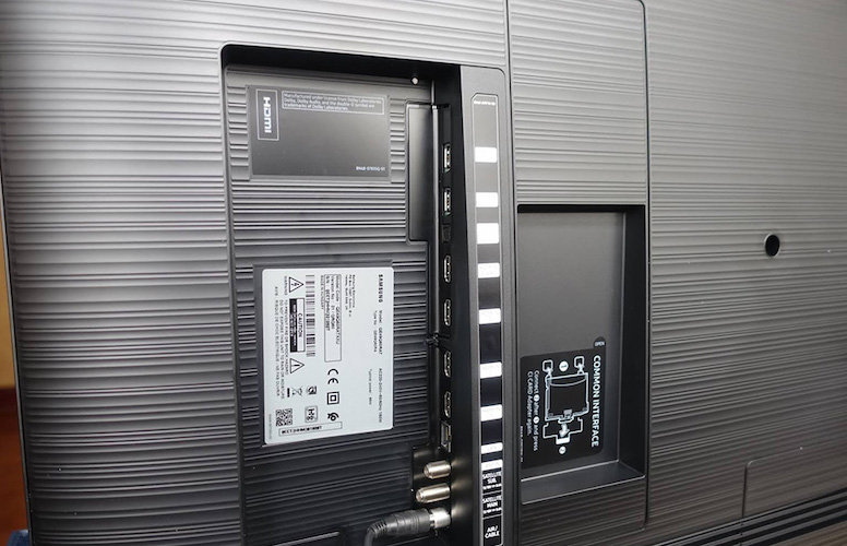 Samsung QN65Q60RAFXZA ports